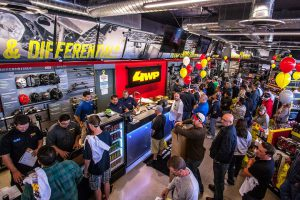 riverside-4wheelparts-grand-opening-crowd